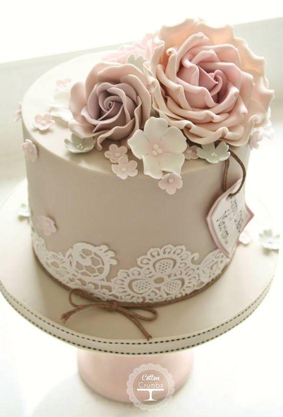 Bolo P/ Casamentos Pequeno - Uma versao menor do bolo em cor champanhe.Solicite orcamento em uma confeitaria proxima