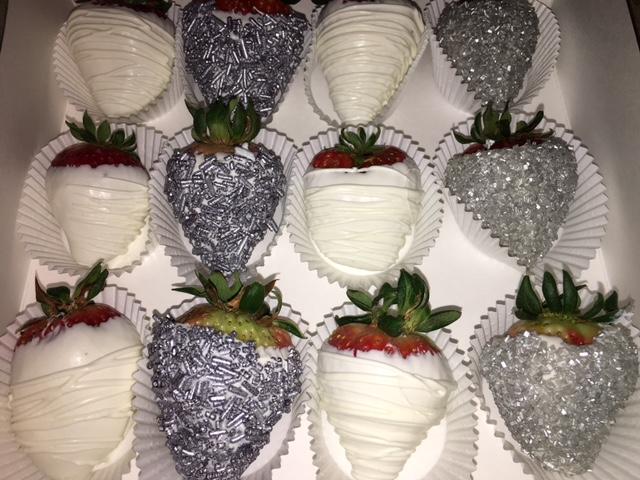 morangos-cobertos-com-chocolate-branco-comidinhas-festa-bodas-de-prata.jpg
