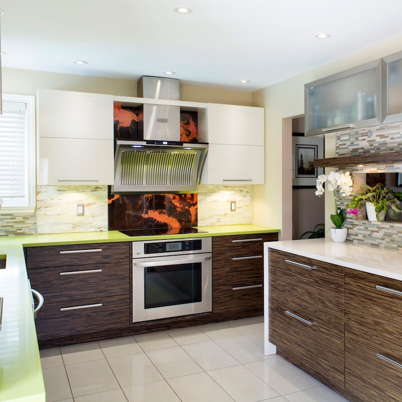 EXOTIC WOOD CABINETS - A kitchen made exotic wood creates a warm and personalized atmosphere. It fits easily in a contemporary decor or in a rustic space.