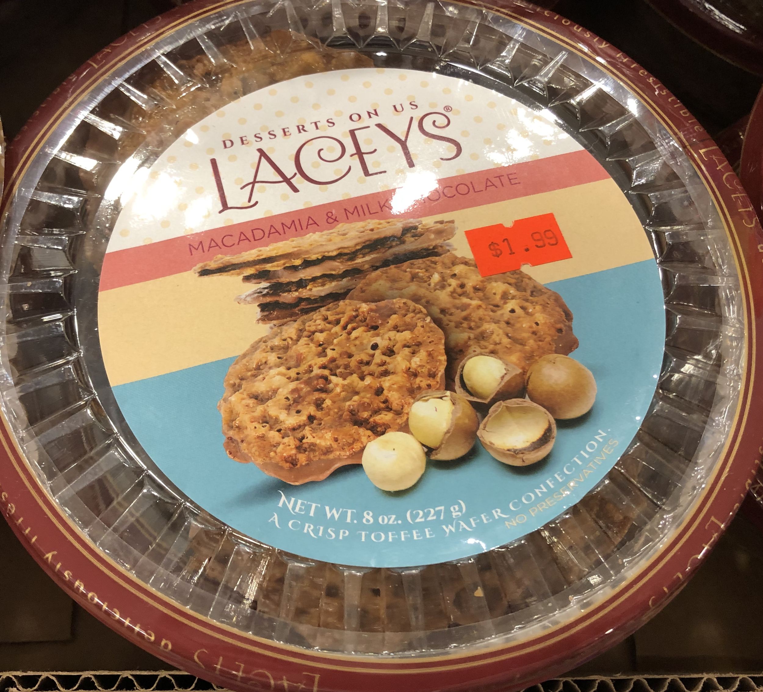 Lacey's Macadamia & Milk Chocolate Toffee Wafer