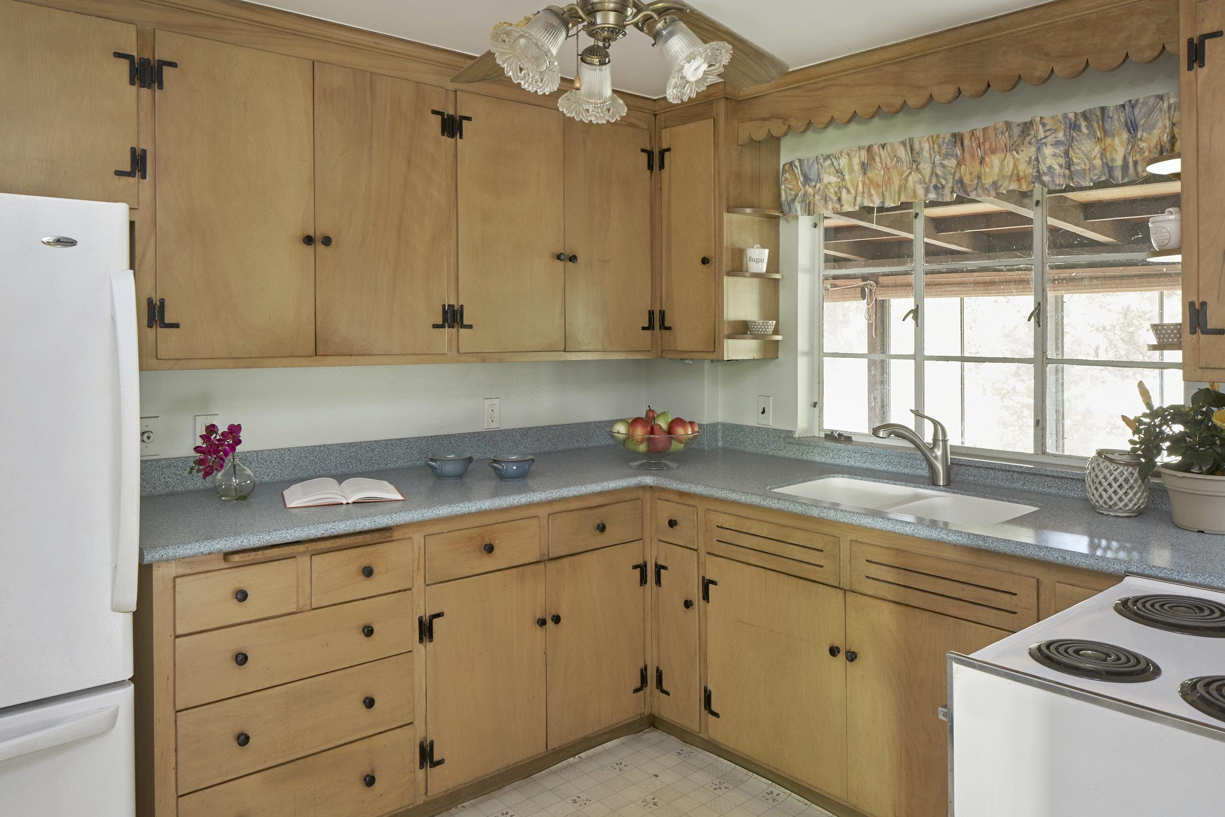 70_winter_st_kitchen-2.jpg