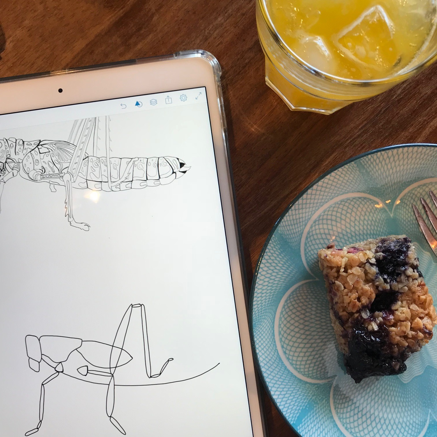 Working to simplify my grasshopper sketch into a line drawing as if it was made with wire, all whilst keeping myself properly fuelled. (Snacks are not a prerequisite for Summer School, but they help!). ©HolchesterDesigns