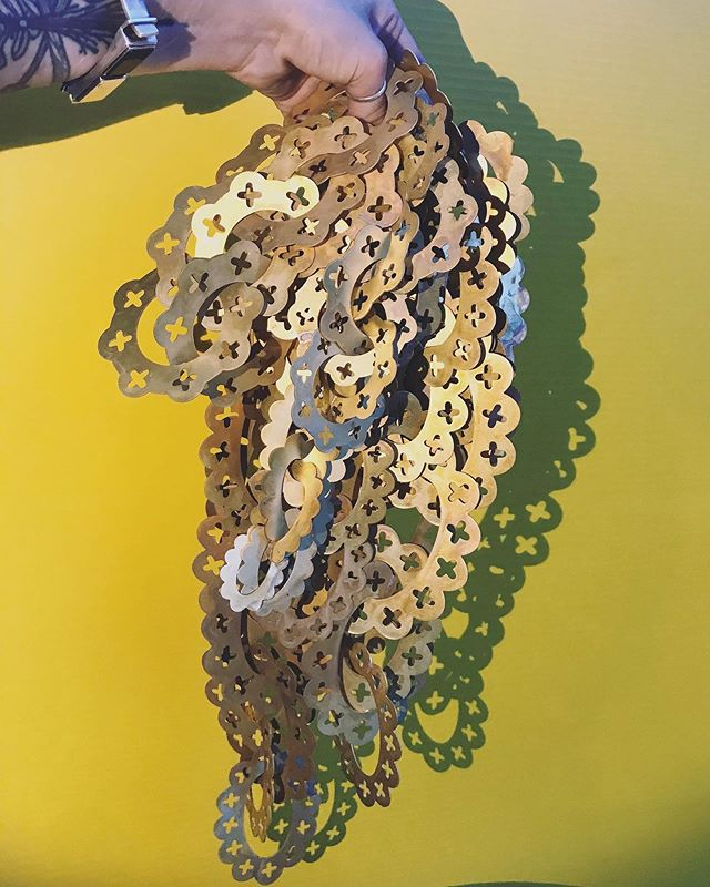 🤑Got chain?🤑 . . . . #studiorat #metalsmith #onthebench #instasmithy #nonbinary #enby #nonbinaryjewelry #snagmember #snagmetalsmith #ajf #joyeria #contemporaryart #contemporaryjewellery #bijoucontemporain #schmuck#schmuckdesigner #internationaljewelry #powdercoat #powdercoating #metalsmithchallenge #metalsmithing #metalsmithsocietystudio #metalsmithsocietyshare #metalsmithsociety #baltimoremetalsmith #baltimoreart #internationalmetalsmith #wearableart #metalsmithchallenge #metalsmith #pinkratcollective