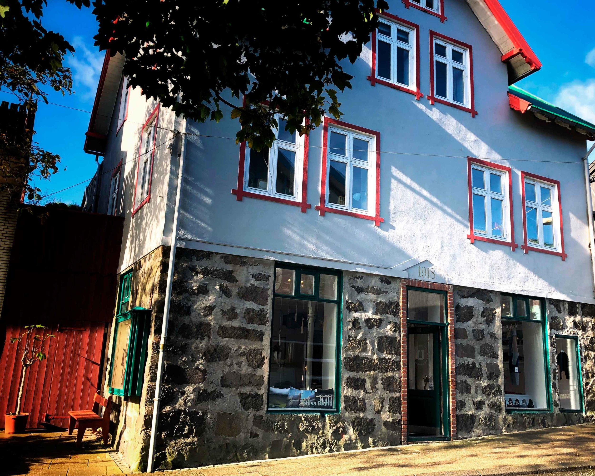 Ullvøruhúsið - Niels Finsensgøta 27100 TórshavnFaroe Islandstel: +298 21 15 60ullvoruhusid@gmail.comBrands: Shisa Brand & Steinum