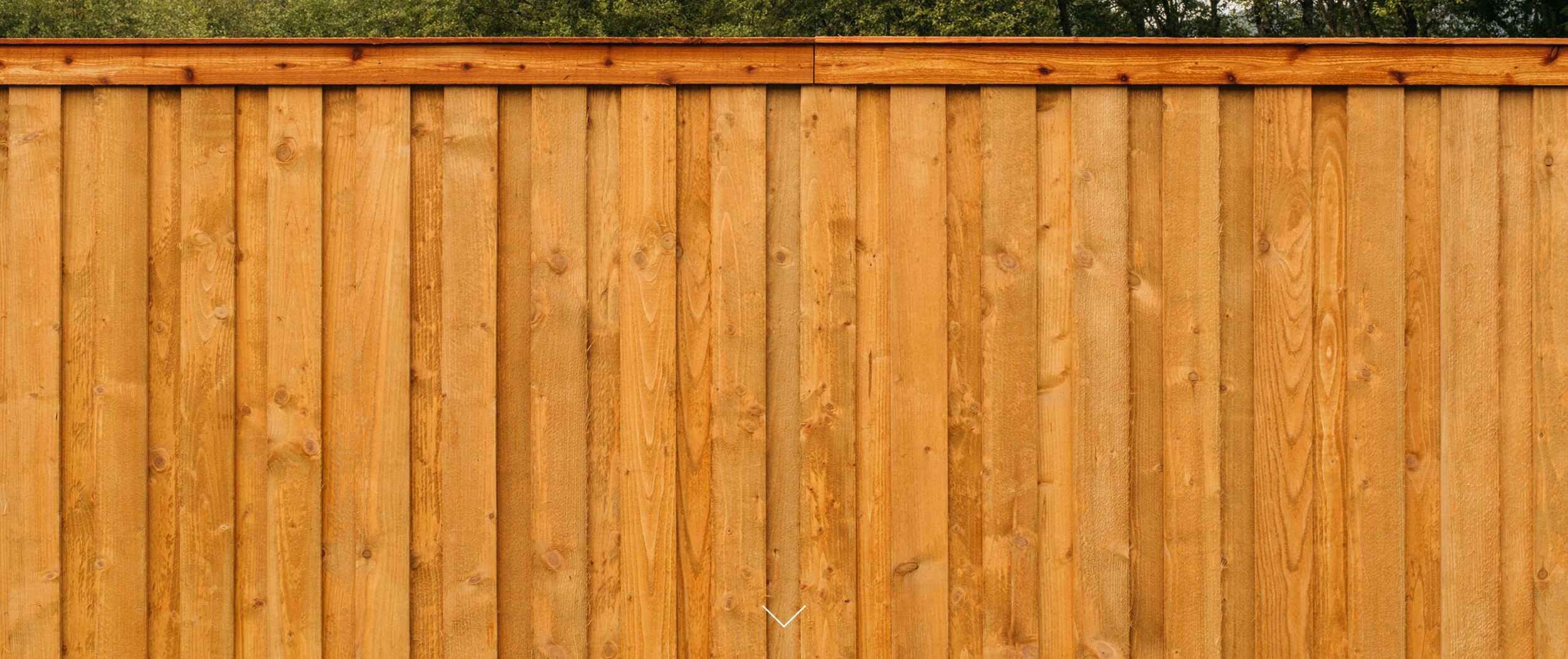 ALTAMIT - Durability has a beauty all its own. Altamit fencing makes a statement while standing up to the elements. Choose between two colors: Cedartone and Brown.