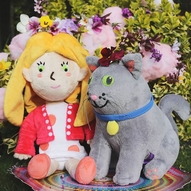 Hollie and Figgs enjoying some summer sunshine.  I will be taking them to another storytime at Blaby Library Leicestershire on 23rd June at 11am. Details are on the H&F Facebook page. Hope to see you there. . . . . . . #toys #childrensbooks #kidlitart #kidsbookstagram #kids #friendsday #friends #plushies #catstagram #catsofinstagram #catsofig #cats #greycats #hollieandfiggs #library #instadaily #cutecat #fairy #fairytale #instacat #love #cutie #cute