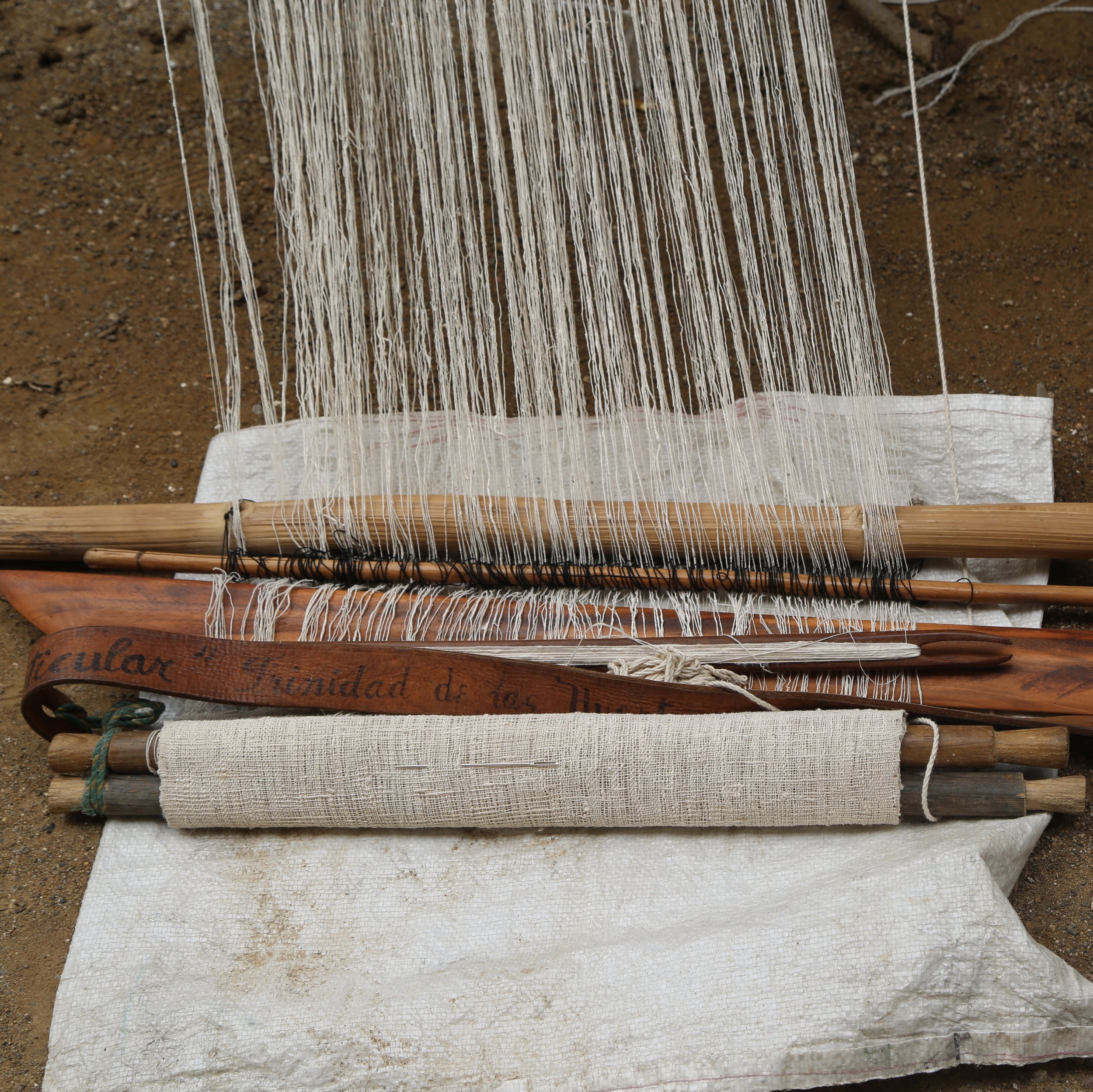 - BACK STRAP TRADITIONAL LOOM WITH RAW SILKOAXACA, MEXICO