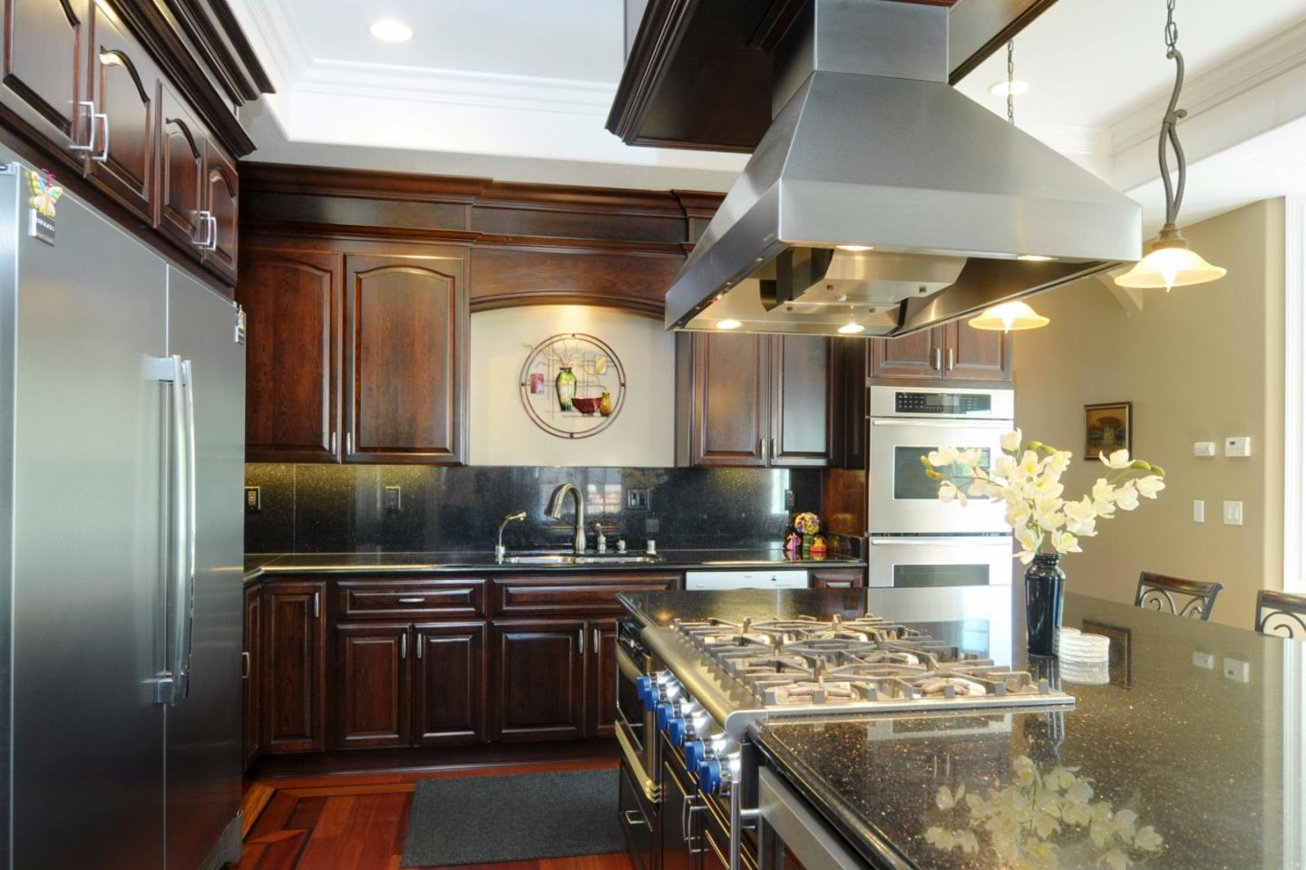 NEW KITCHENS - COMPLETE KITCHEN REMODEL. WE TAKE YOUR IDEA OF A DREAM KITCHEN AND MAKE THEM A REALITY.