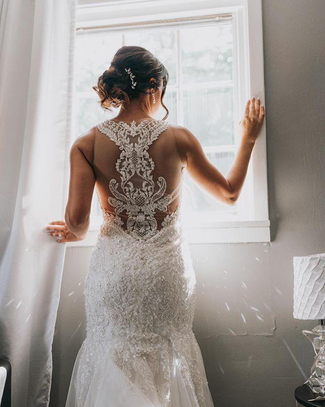Weddings are all about the bride right? . . . . . #pittsburghwedding #pittsburghweddingphotographer #pgh #412 #bridalbeginning #bertabridal #pennsylvaniaphotographer #pittsburghweddings #pittsburghweddingvenue #pittsburghweddingvenues #radlovestories #theknot #burghbrides #burghphotog #pittsburghphotographer #pittsburghweddingphotographer #pittsburgh #pittsburghweddingphotography #destinationphotographer #dannyahmedvisuals #dirtybootsmessyhair #authenticlovemag #weddingdress #weddingchicks