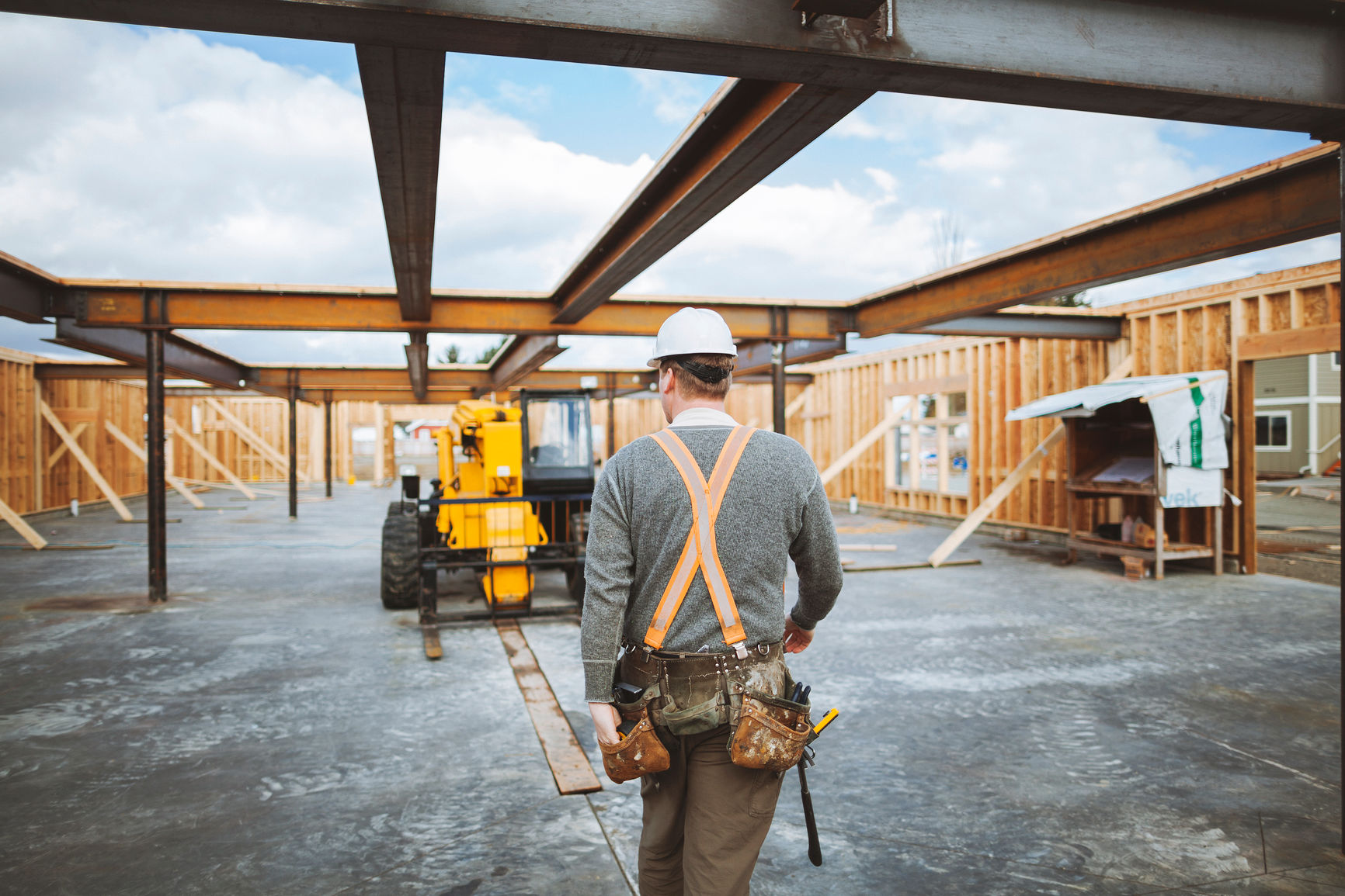 Contractor Management   Prime contractors are responsible compliance and safety requirements of all subcontractors. A strong Contractor Safety Management Program helps to reduce the risk of unsafe subcontractor practices.