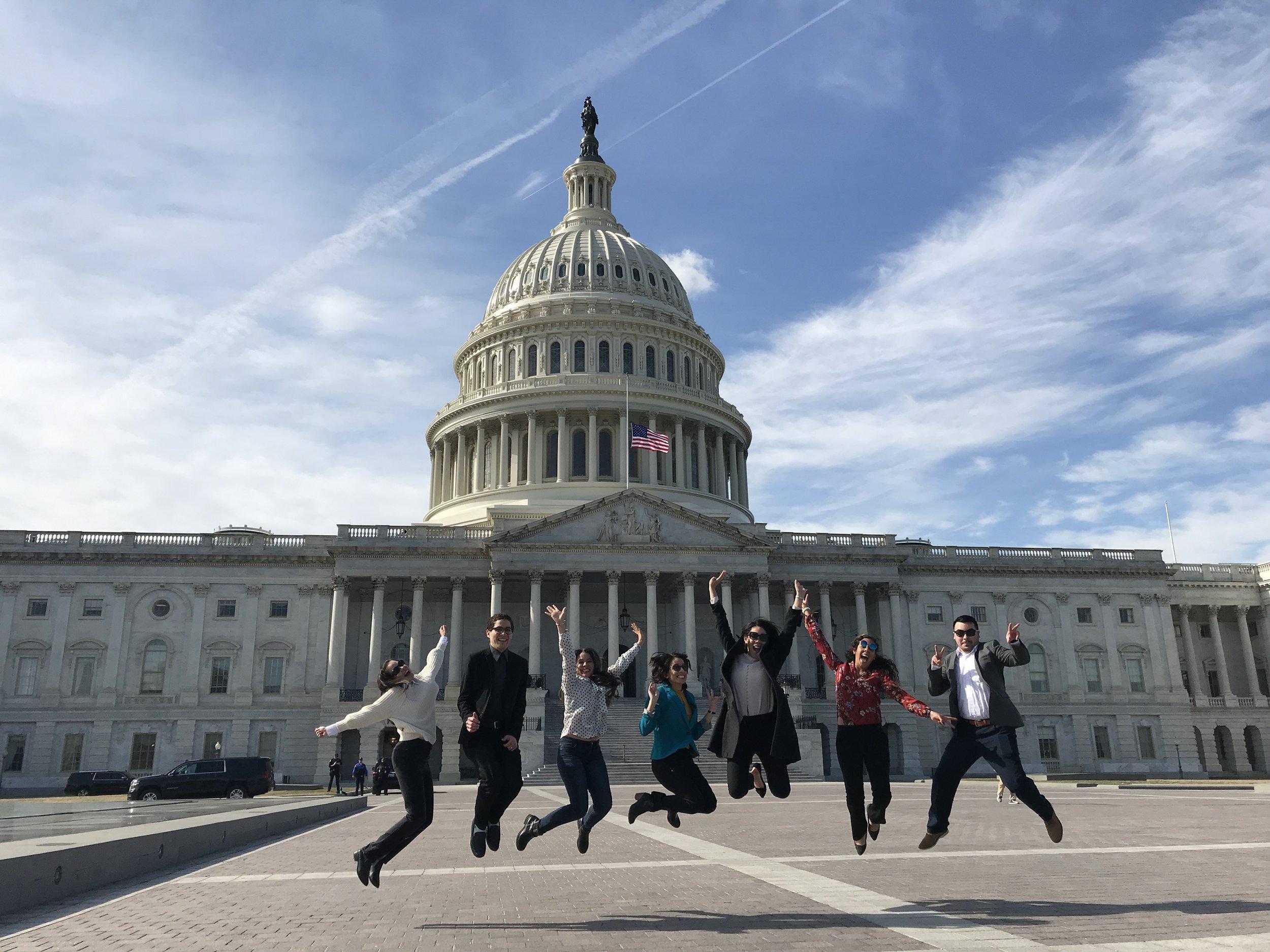 Científicos/as boricuas en las afueras del Congreso de Estados Unidos.