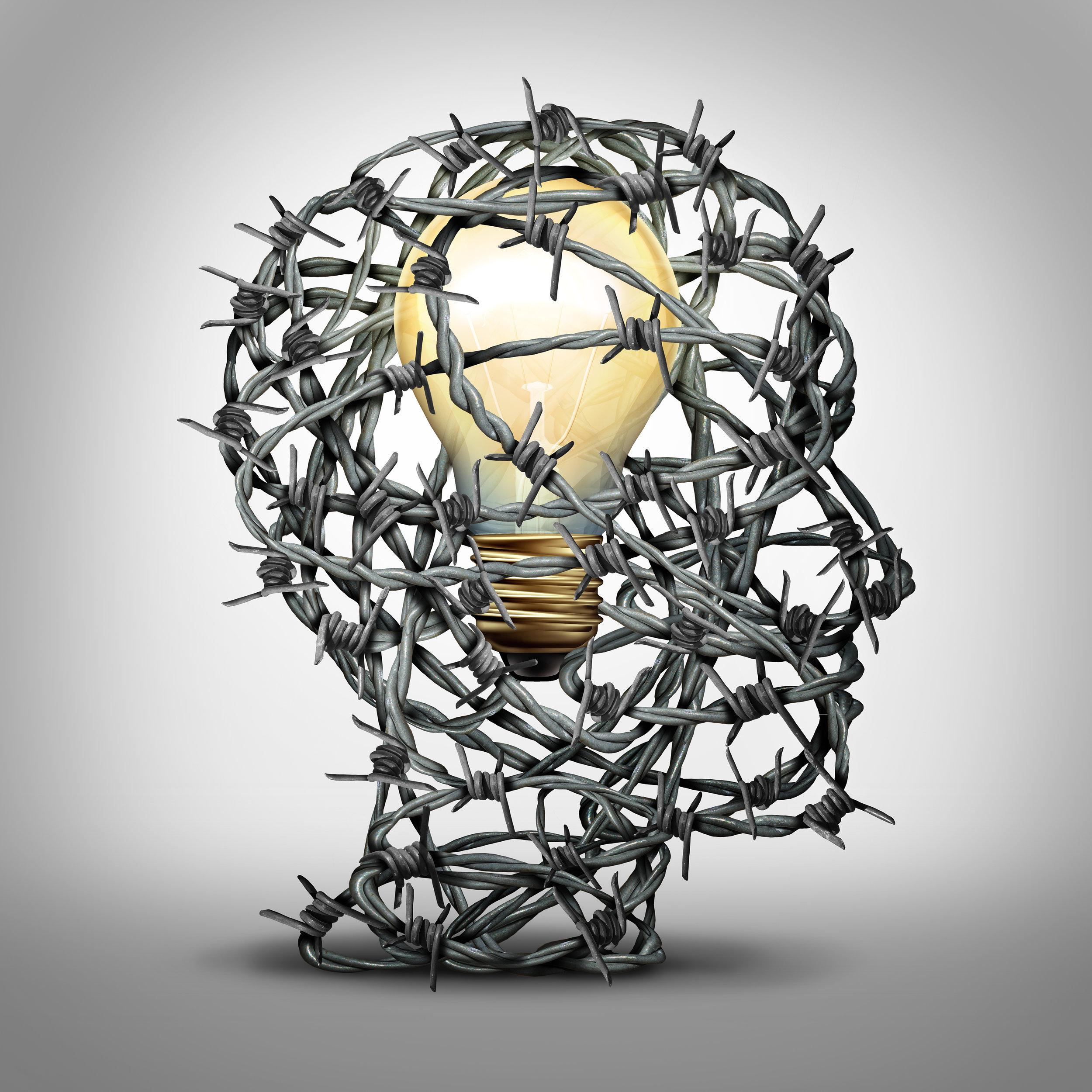 Una patente es un derecho que brinda el gobierno para excluir a otros de usar/vender un invento por un tiempo limitado. Es una manera de proteger la propiedad intelectual de un inventor.