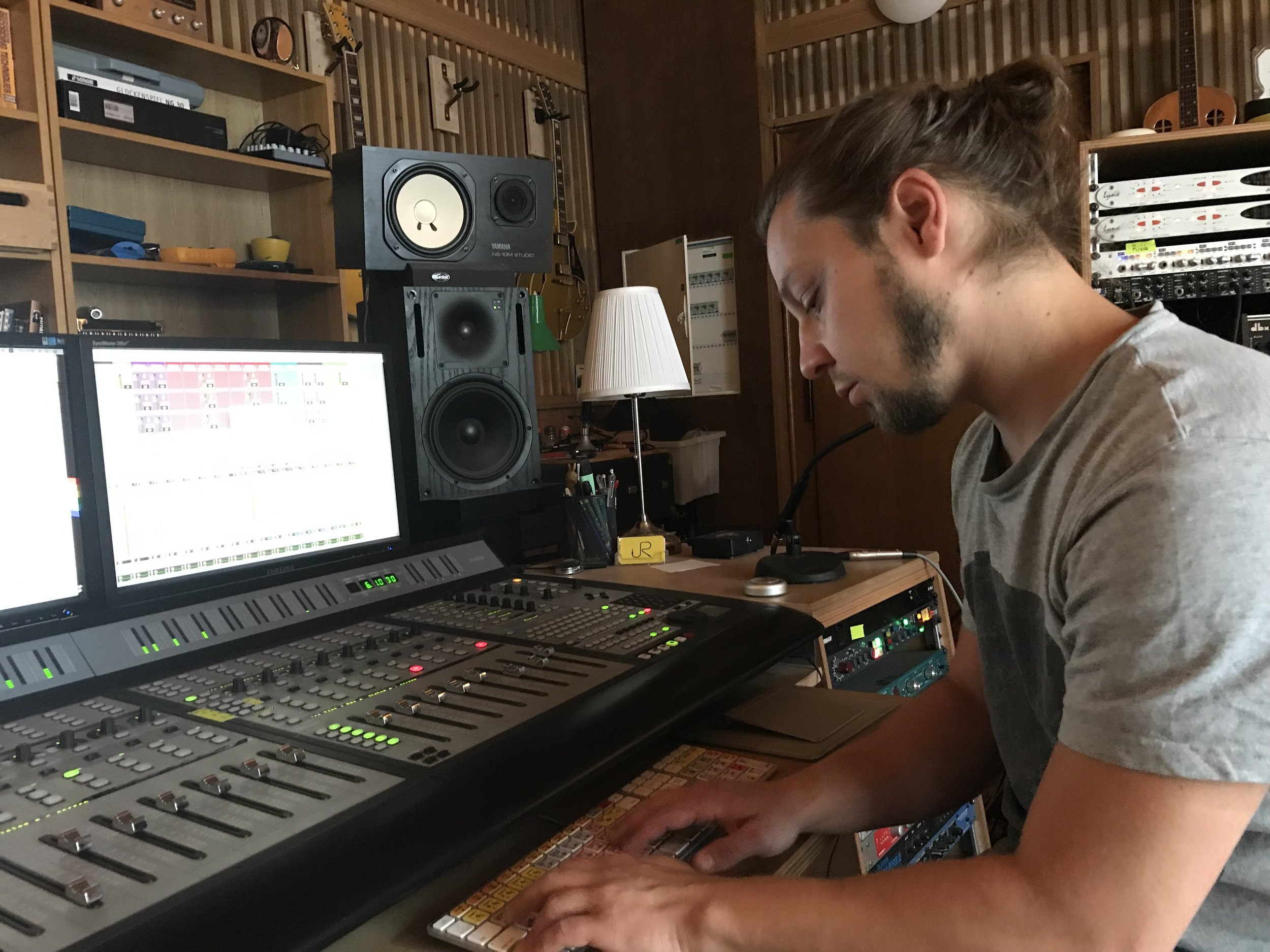 On the Board - Andy Schlegel at Tricon Studio, Funkhaus
