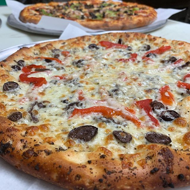 We know you want a slice of this 😻 #pizza #delivery #losangeles #food #foodie #dinner #dtla #yum #nomnom #instafood #pizzeria