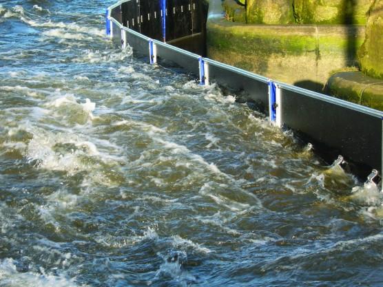 AquaFence-demo-UK-1200-556x417.jpg