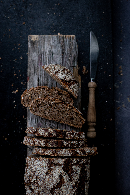 Smoked Ryebread - water, rye sourdough, rye flour, smoked rye, rye grains, salt, yeast (salt 0,9%)(veg)4,90,-