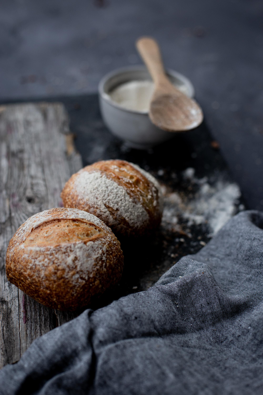 Wheat roll - water, wheat flour, sourdough, salt, yeast (salt 1,3%)(veg)1,20,- / pcs