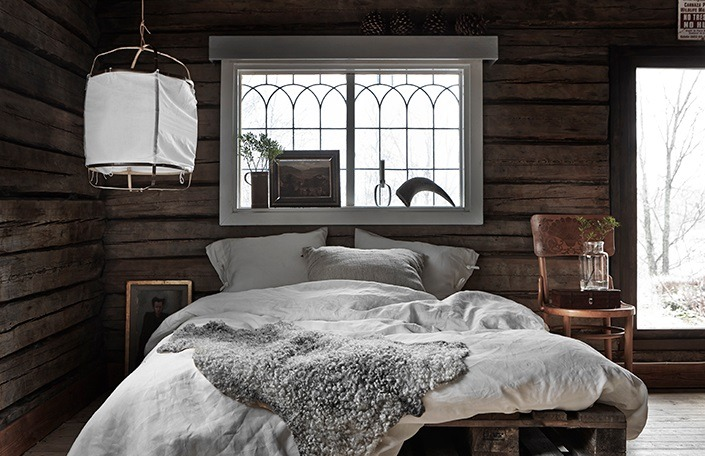 This is how you picture a cabin isn't it? Not just wood furnishings and floors but also wooden walls. How cozy! | photos by  Jonas Gustavsson