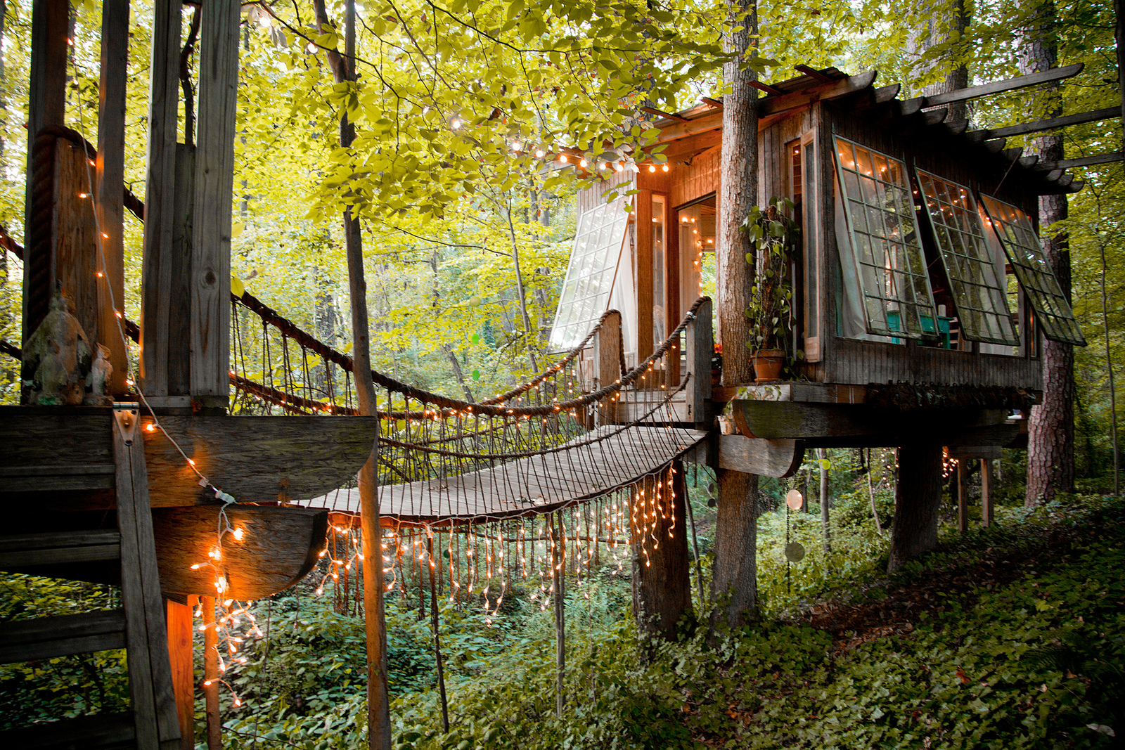 A cabin treehouse designed by Peter Bahouth. You can rent this amazing home in Atlanta on  Airbnb  | photos by  Lindsay Appel  for  My Cool Shed  by Jane Field-Lewis