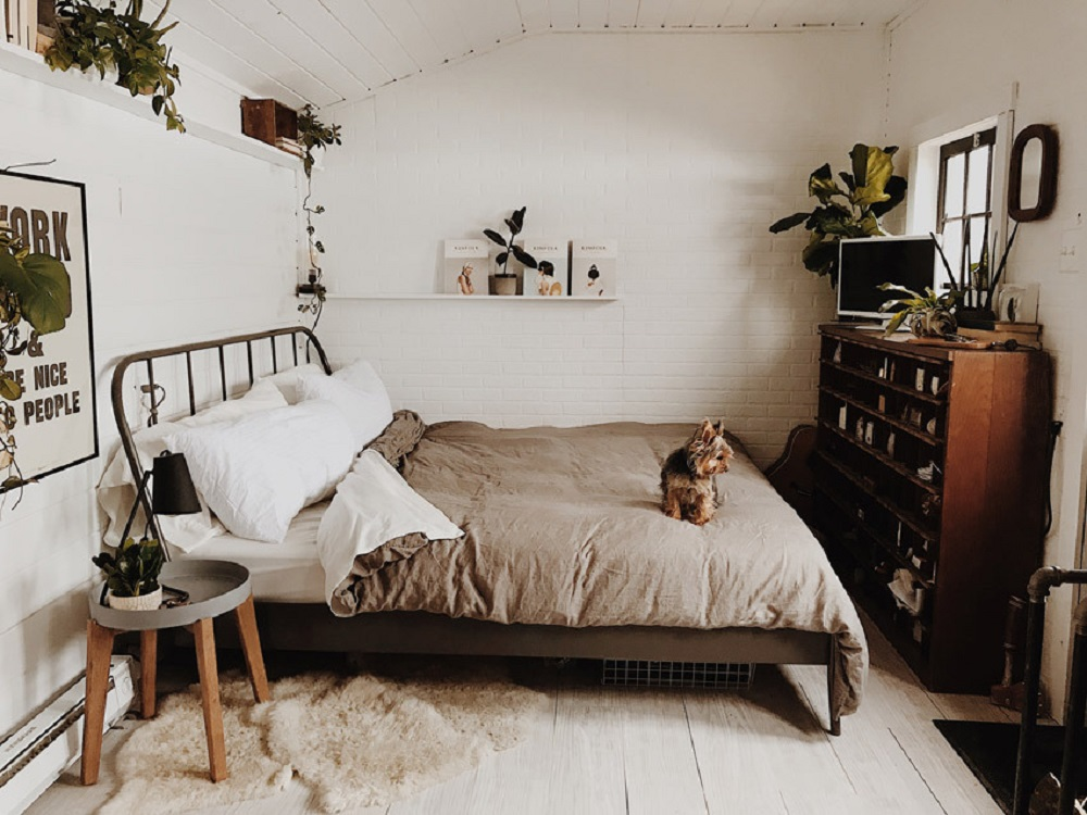 A cozy cabin studio   photos by Natasha Lawyer