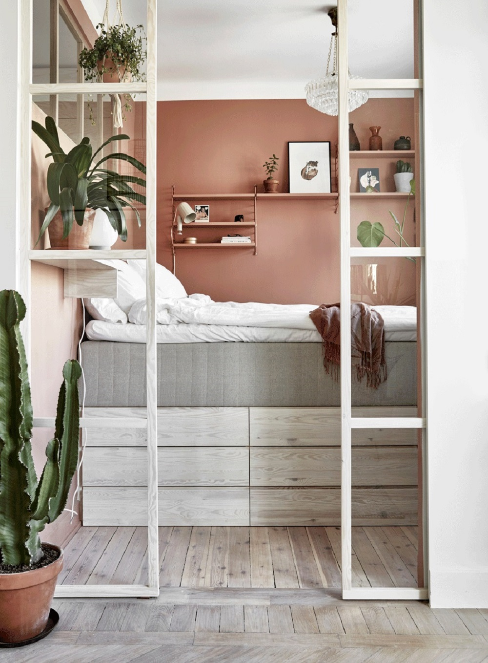 Small bedroom in a pink apartment | photo by Jonas Gustavsson