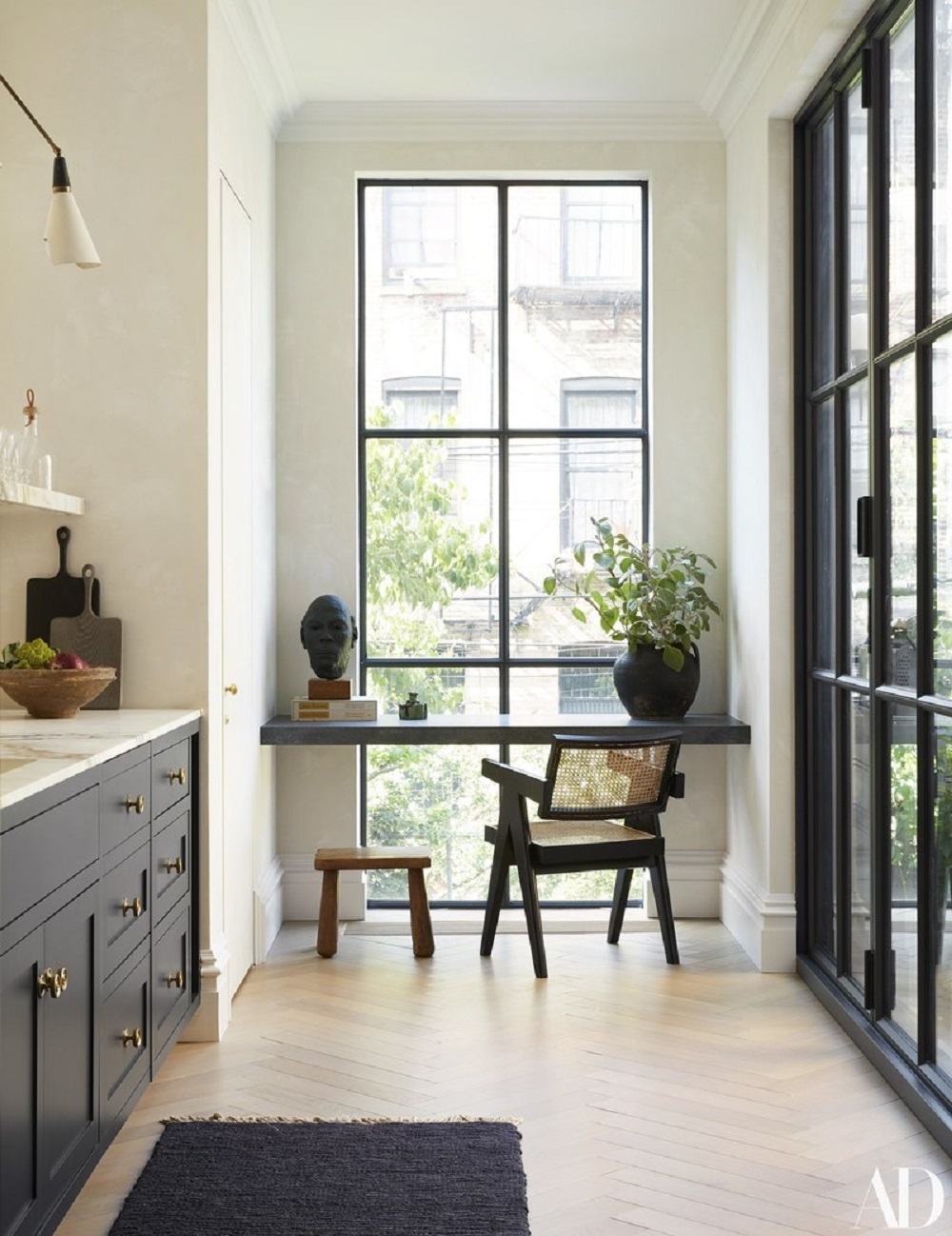 Love the table in front of the window in this kitchen in a Brooklyn townhouse | design by Elizabeth Roberts & photos by Genevieve Anderson