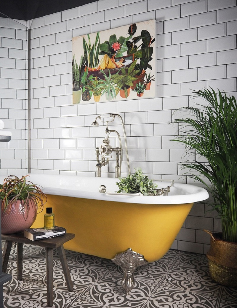 A yellow bathtub in a vibrant Yorkshire home | photo by Sandra Baker