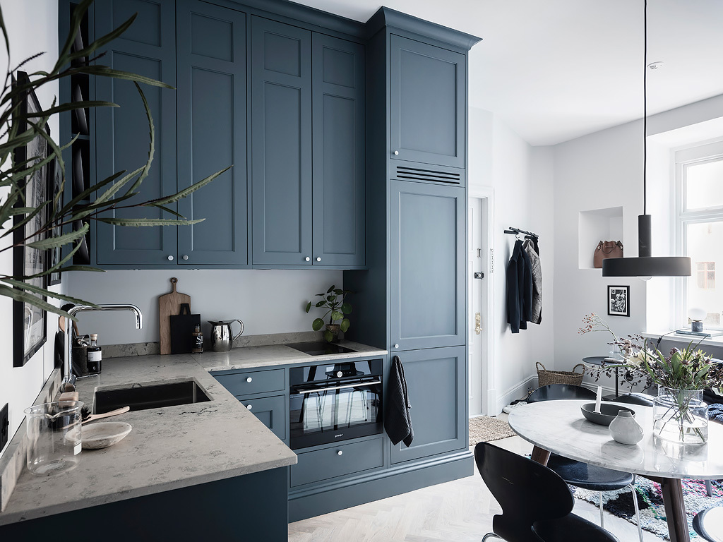 A Scandinavian Studio Apartment Decorated In Blue Tones