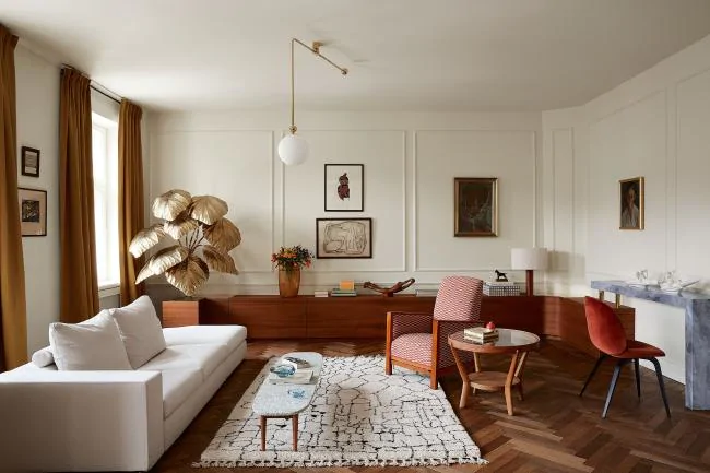 The Nordroom - An Elegant Pre-War Apartment in Warsaw