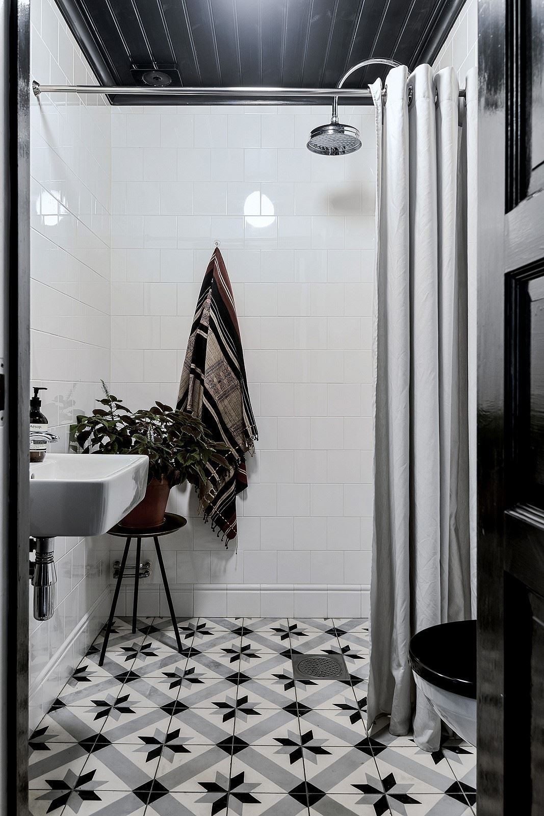 The Nordroom - 25 Inspiring Bathrooms With Geometric Tiles  image: Bjurfors