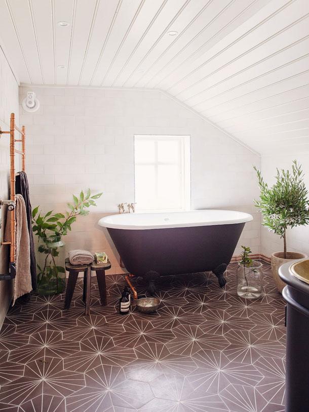 The Nordroom - 25 Inspiring Bathrooms With Geometric Tiles  image: Yovnne Wilhelmsen