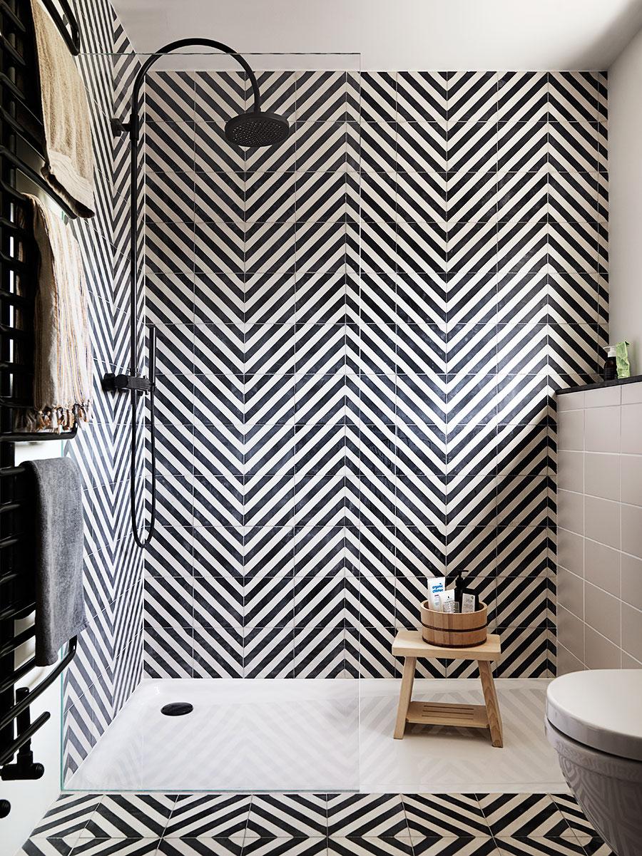 The Nordroom - 25 Inspiring Bathrooms With Geometric Tiles  image: Petra Bindel