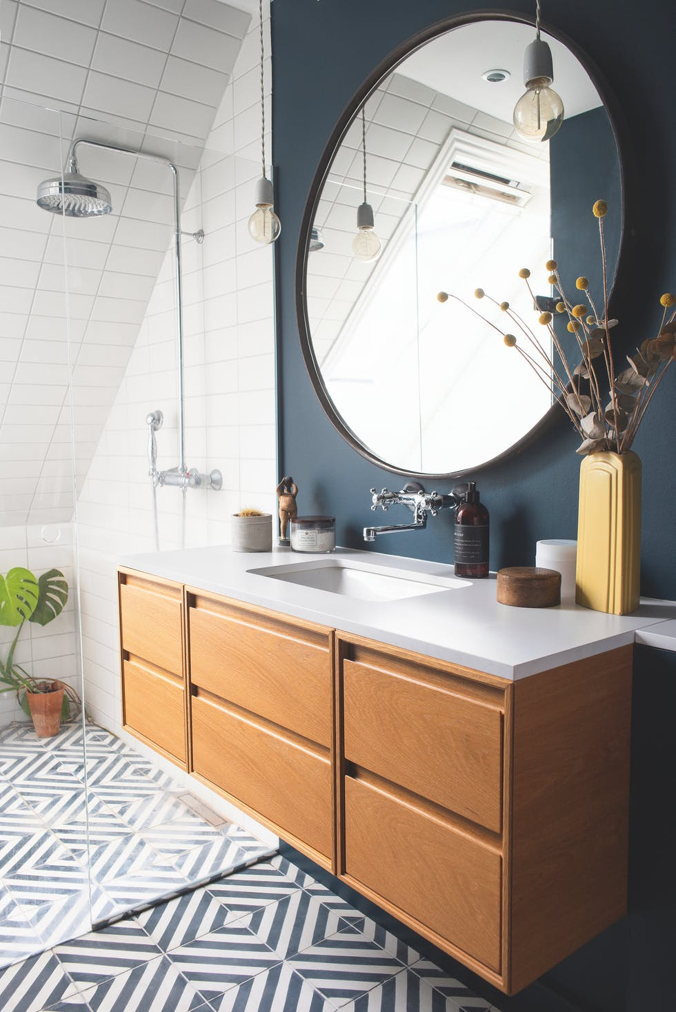 The Nordroom - 25 Inspiring Bathrooms With Geometric Tiles  image: P. Wessel