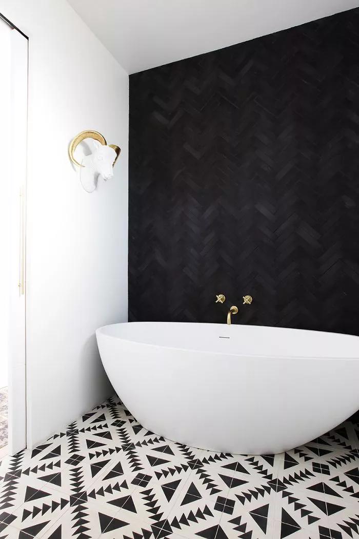 The Nordroom - 25 Inspiring Bathrooms With Geometric Tiles  image: Melissa Keller