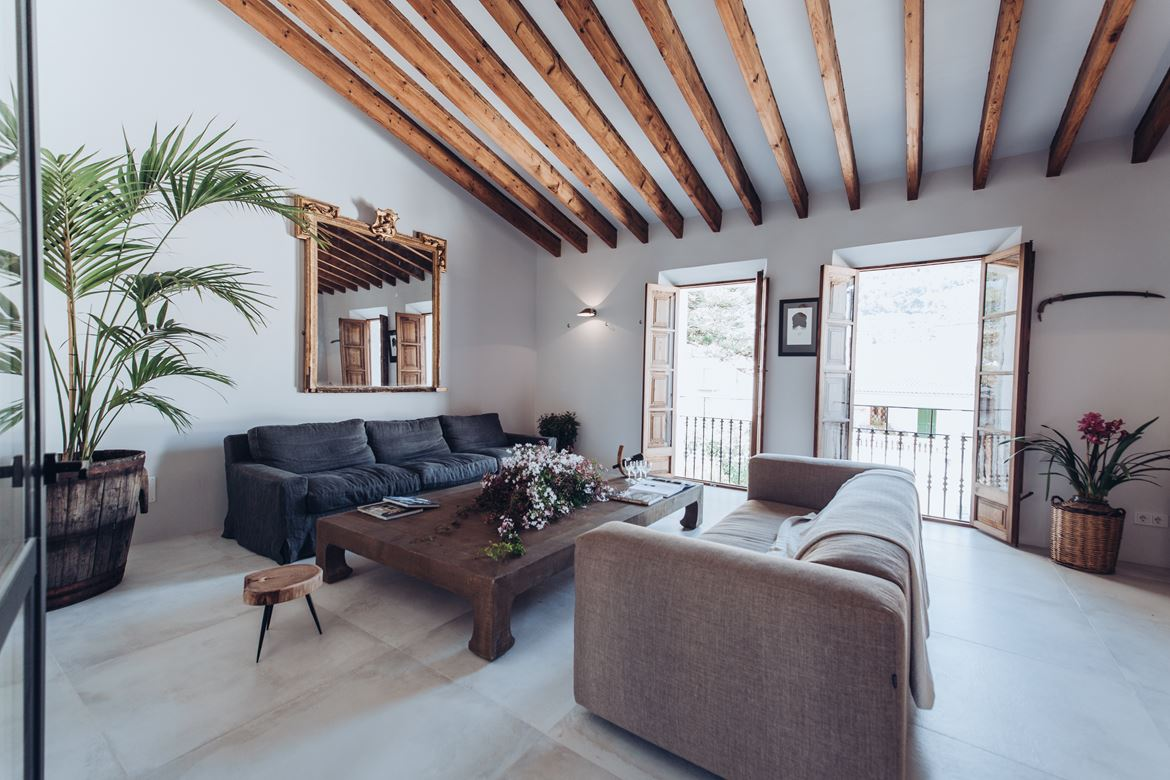 The Nordroom - A Beautiful Townhouse on Mallorca With Orginal Details and High Ceilings