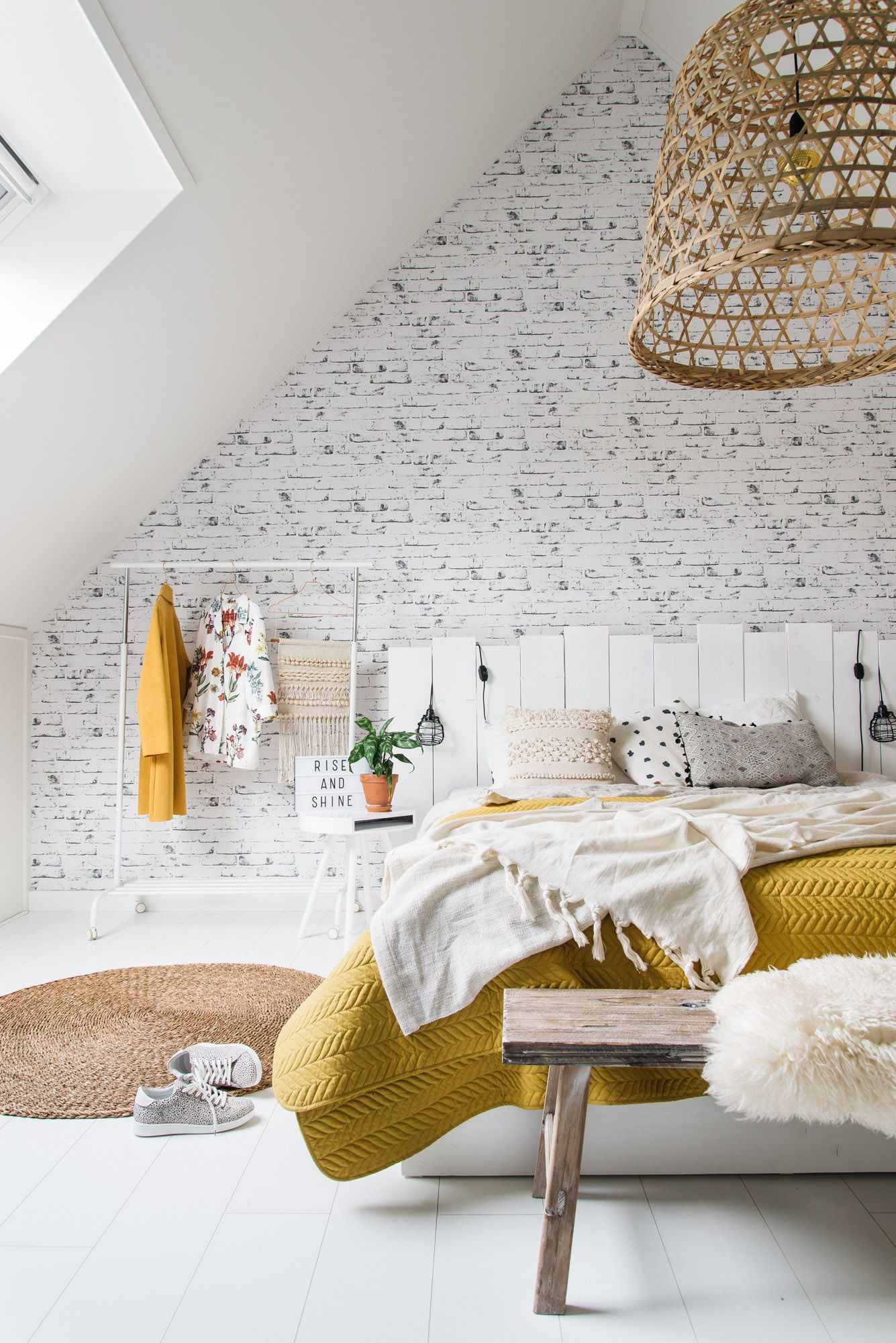 White and mustard yellow in this bedroom (photography by Anne Heijmans)