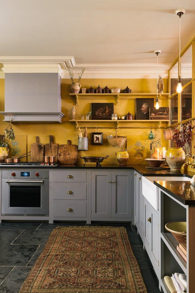 dapur kuning tua warna earth tone