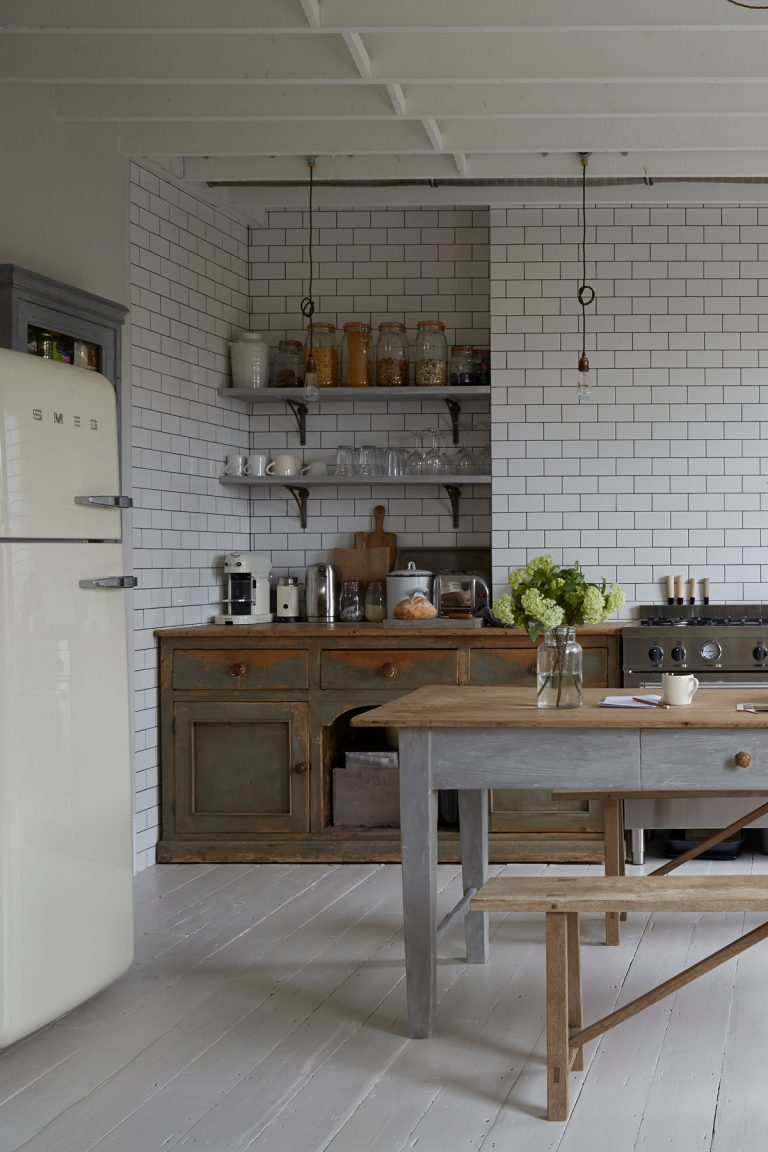 The Nordroom - A Light Rustic Apartment in London