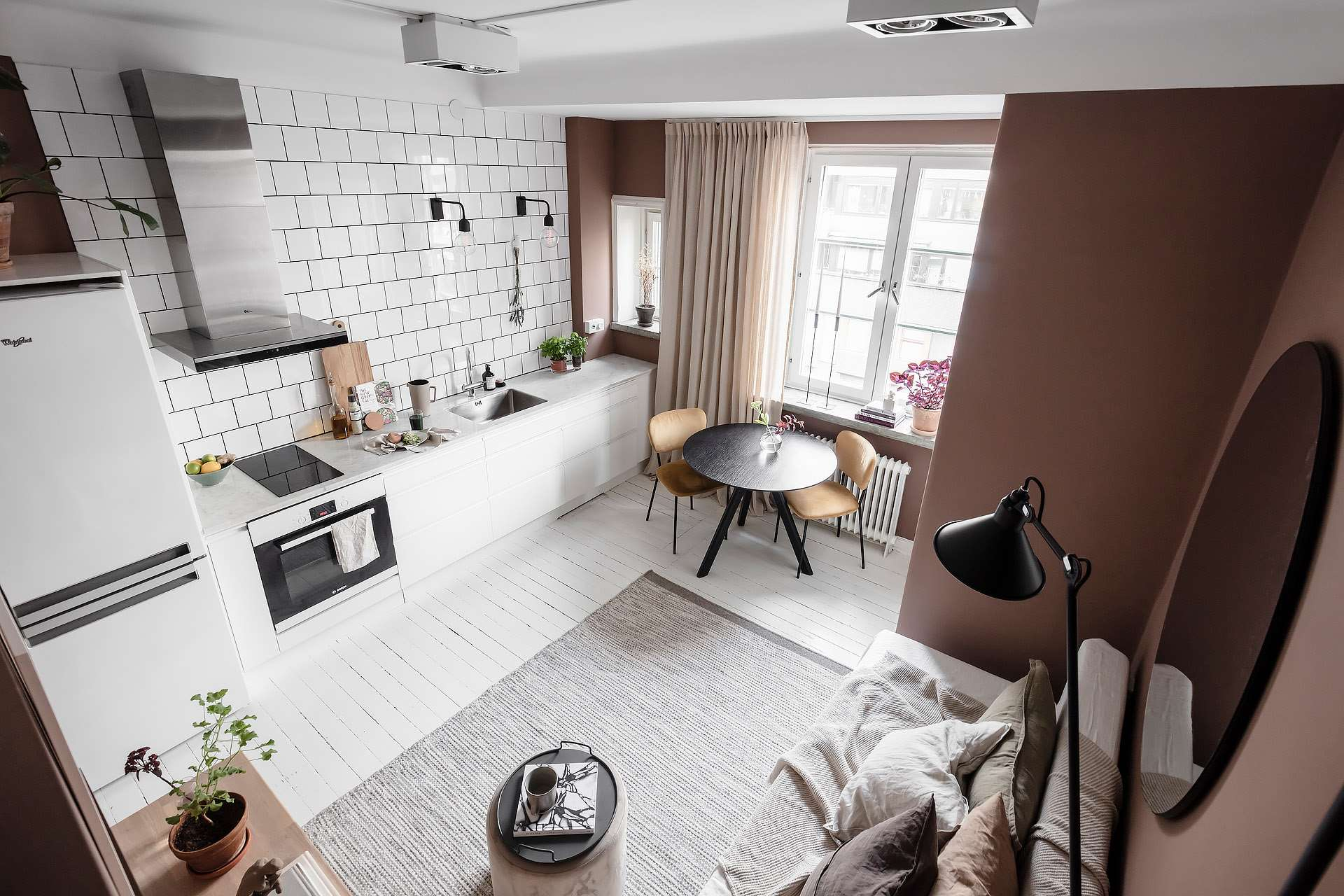 A Tiny Pink Studio Apartment With Loft Bed And Walk In Closet The Nordroom