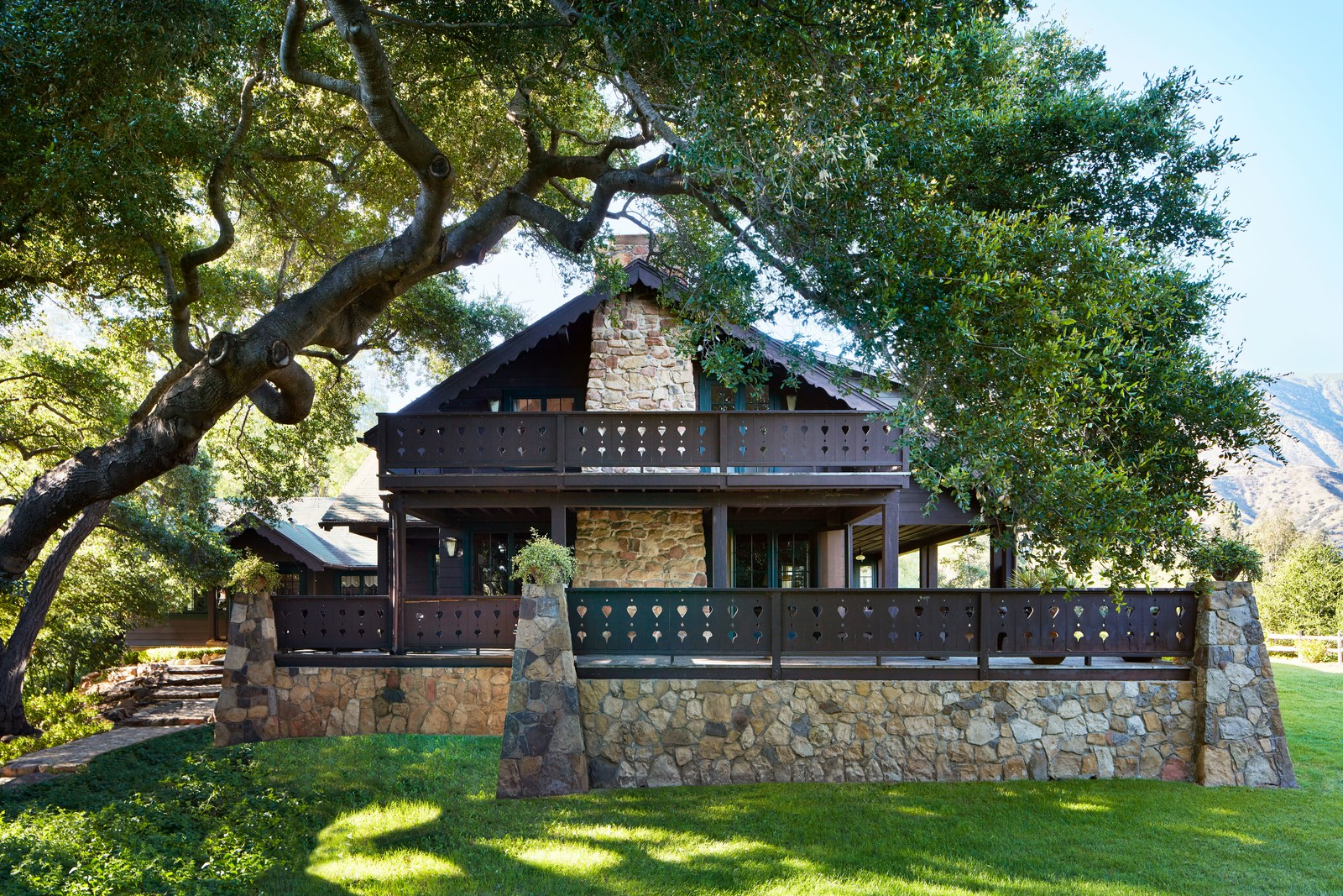 The Nordroom - Anne Hathaway's Comfortable California Country Home
