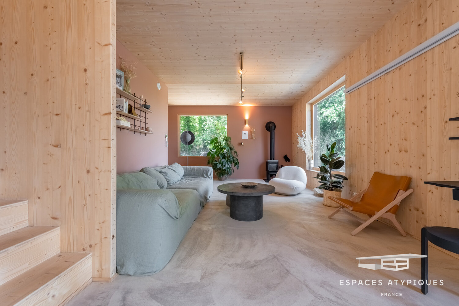 A Minimalistic Wooden Home with Amazing Views over the Provence Countryside - The Nordroom
