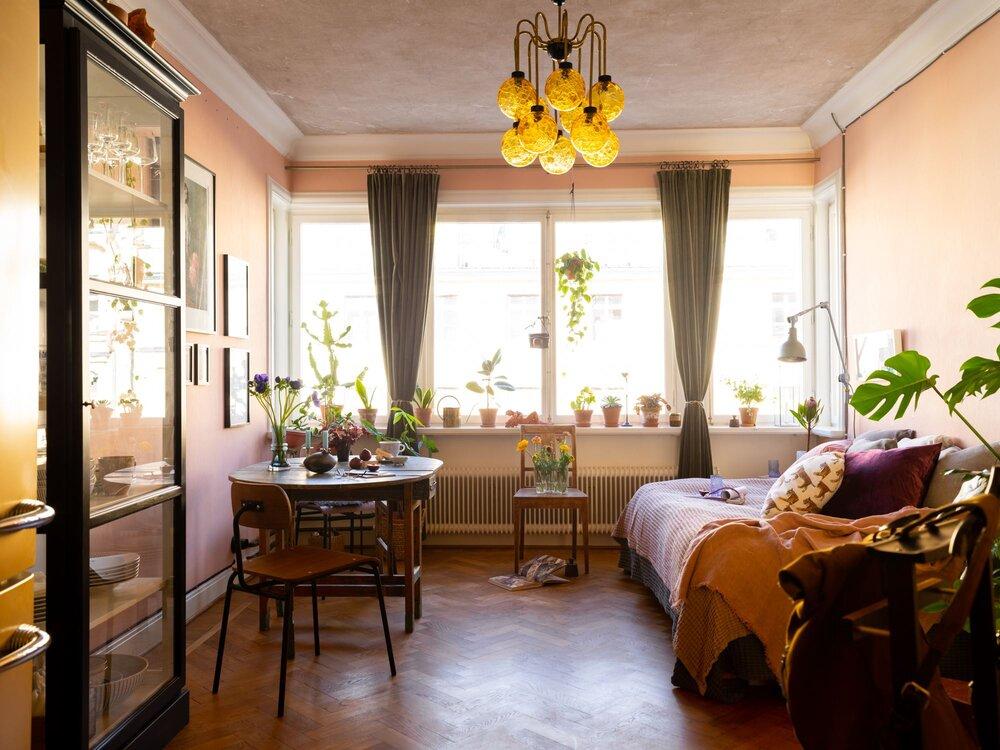 Розовая квартира-студия с серой кухней - The Nordroom.jpg