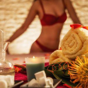 EL LUGAR    Ambiente elegante, cálido, lleno de lujo, donde podrás disfrutar de la relajación y erotismo con la total libertad.    Un buen masaje erótico, correcto sin duda, incluye buen hilo musical, velas aromáticas, un ambiente apasionado, empezando con una ducha erótica y una hermosa masajista.