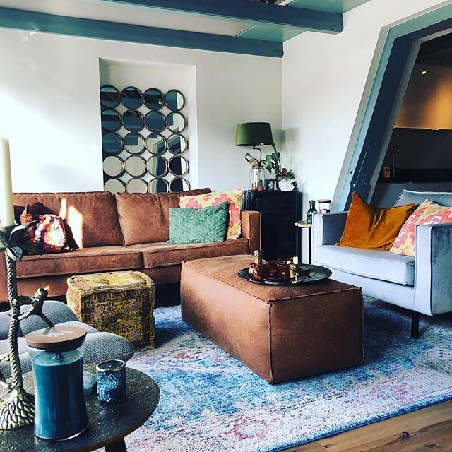#myhomestyle #homedecor #homedecoration #homesweethome #house #interior #interiorinspiration #vintageinterior #vintage #decoration #bohointeriors #bohoinspiration #bohemianinterior #bohemianstyle #urbanstyle #livingroom #colourfulinteriors #eclectic #eclecticdecor #mirror #sunshine