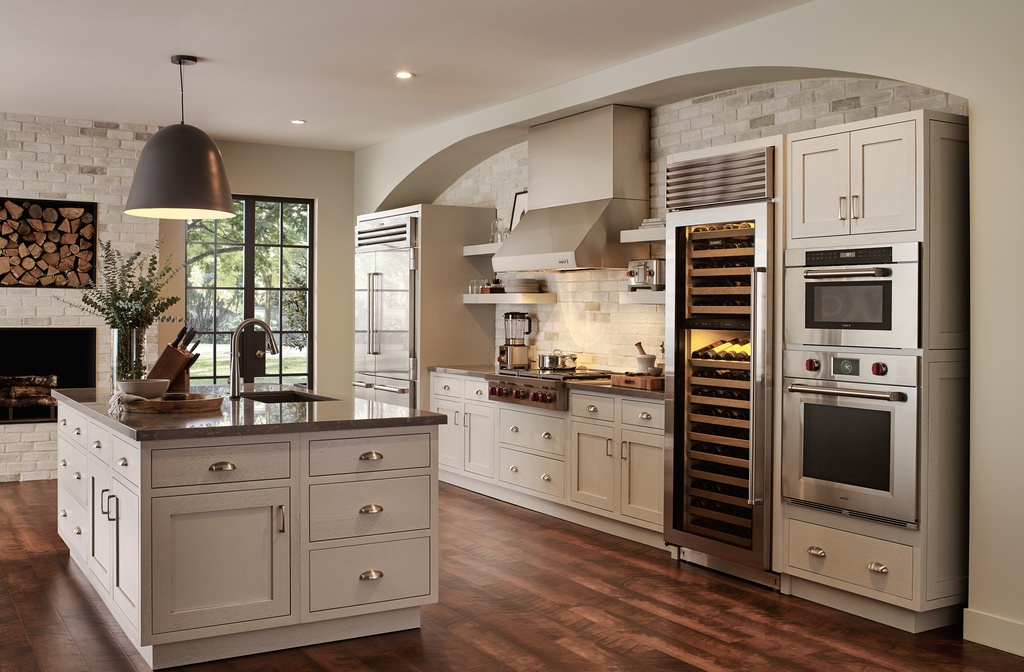 kitchen-cleanlines-fireplace.jpg