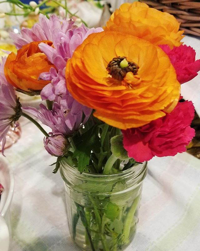 These flowers are everything. @traderjoes delivers, once again! #flowers #flowerstagram #soireeallday #rananculus #phxevents #bloom #beautyinnature #almostmayflowers