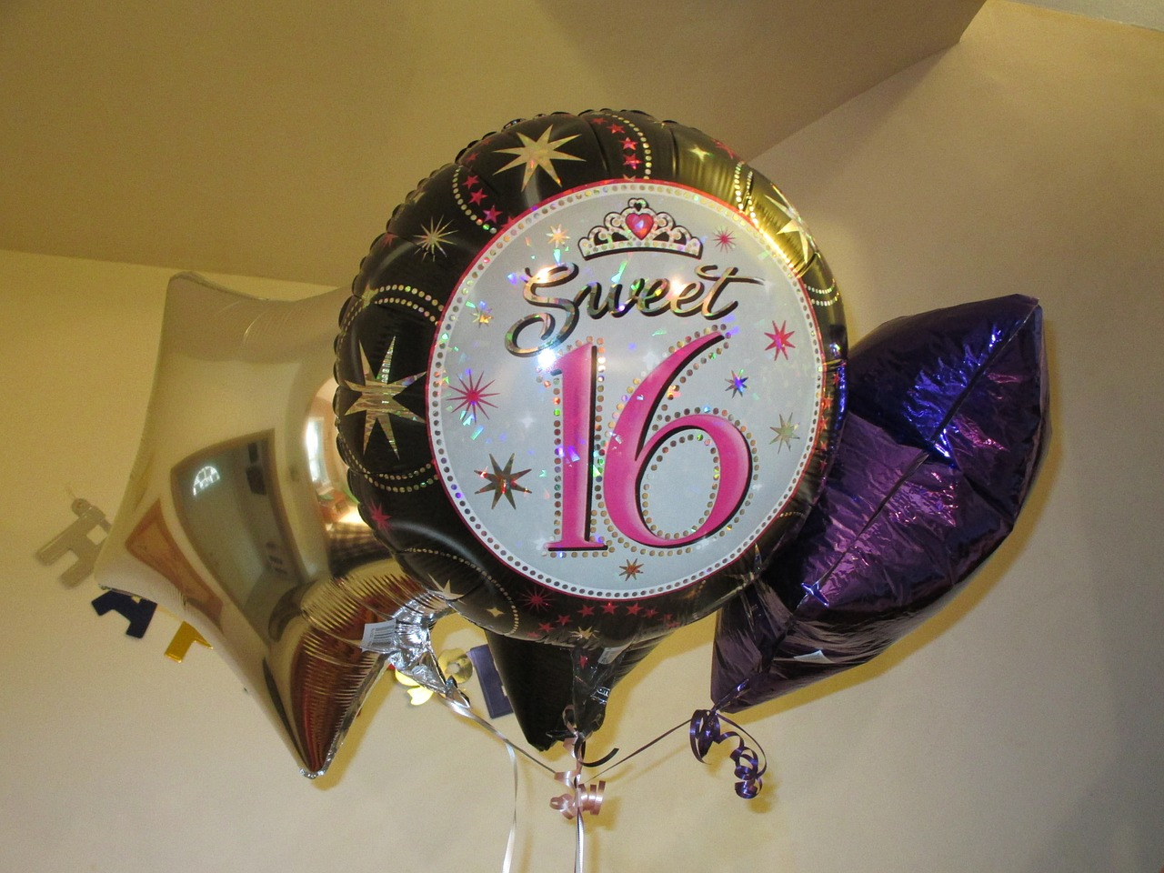 sweet-sixteen-balloons-701710_1280.jpg