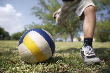 19357246_S_boy_soccer_ball_grass_sneaker_run_play_sport.jpg