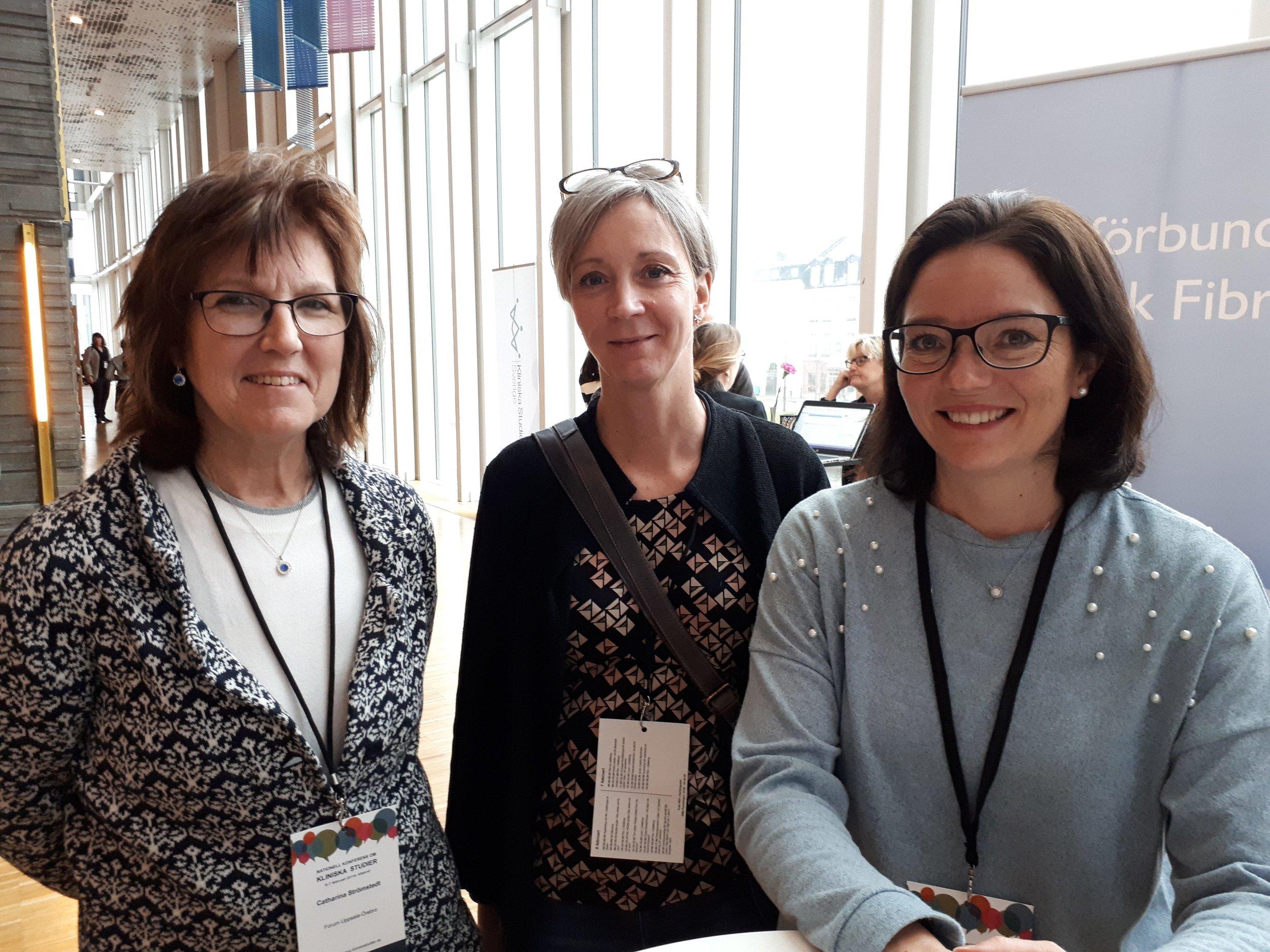 Konferensdeltagarna Catarina Strömstedt och Cecilia Skage Jacobsson tillsammans med RfCFs kanslichef Åsa Silfverplatz