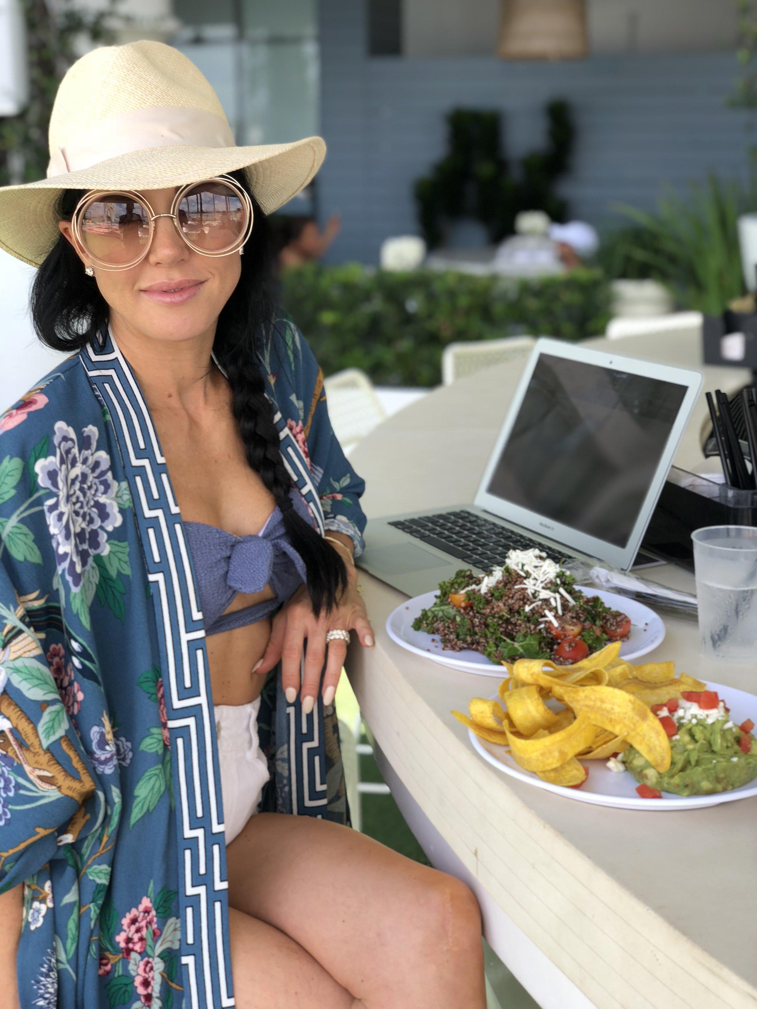 WHAT I EAT IN A DAY - My go-to's for staying on track and enjoying food and drinks